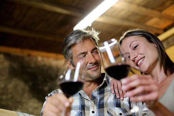 circuit groupe région de bordeaux, Considérée comme la capitale mondiale du vin, Bordeaux va se laisser déguster le temps d'un Week-End par les amateurs de saveurs. Ateliers de dégustation, initiations, visite et découverte des vignobles, des chais, des châteaux