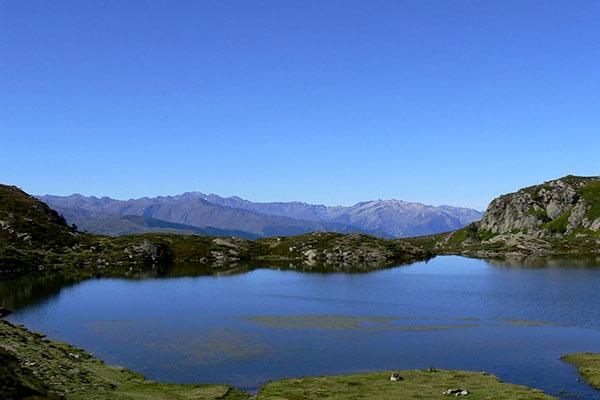 Andorre dispose d'un patrimoine naturel remarquable. De nombreuses activités telles que le ski, randonnée, canyoning, escalade, dans l'ensemble du territoire andorran  une excellente occasion pour admirer les magnifiques paysages andorrans